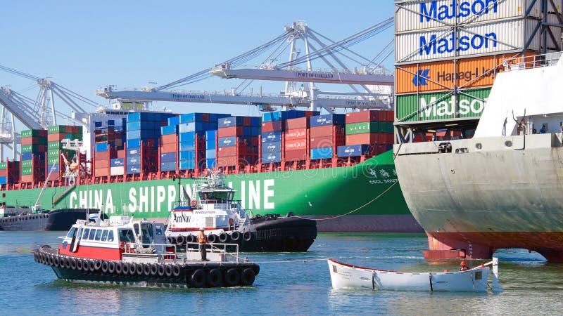 MatsonVrachtschip KAUAI die de Haven van Oakland ingaan royalty-vrije stock afbeeldingen