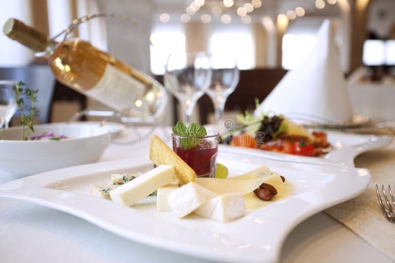 Matställe med wine royaltyfria bilder