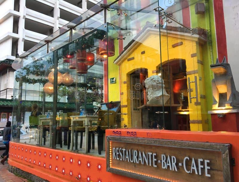MATSTÄLLE OCH DRINKAR I QUITO ECUADOR fotografering för bildbyråer