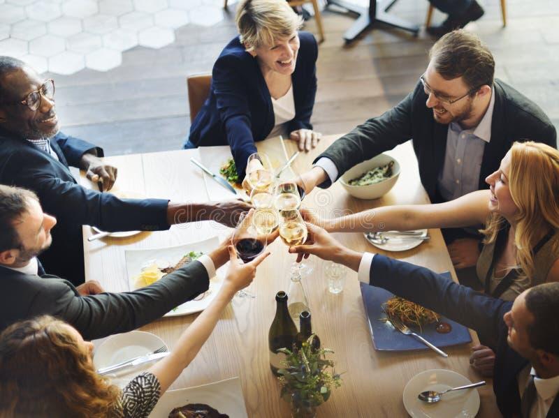 Matställe som äter middag begrepp för vinjubelparti royaltyfri fotografi