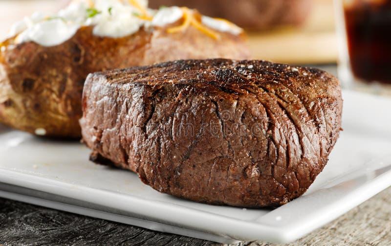 matställen grillade steak royaltyfria foton