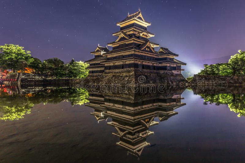 Matsumoto - 24 de maio de 2019: Noite disparada do castelo de Matsumoto, Japão fotos de stock