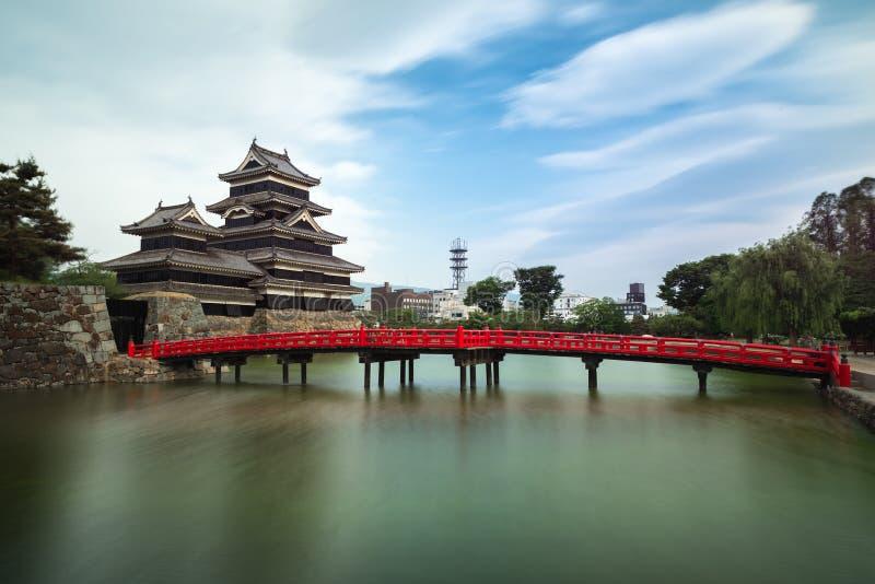 Matsumoto kasztel przeciw niebieskiemu niebu w Nagono mieście, Japonia zdjęcia royalty free