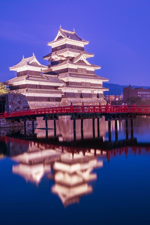 Matsumoto roszuje Matsumoto historycznego punkt zwrotnego przy nocą z zdjęcia royalty free