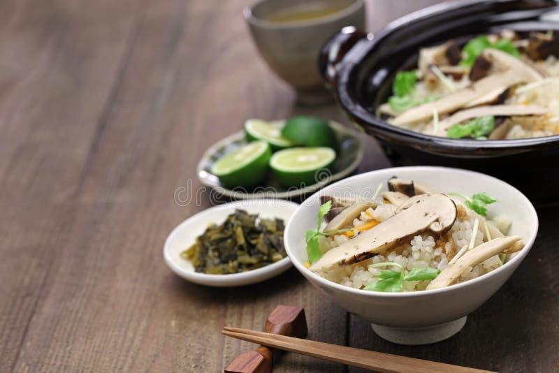 Matsutake gohan, arroz cozinhou com cogumelo do matsutake imagem de stock