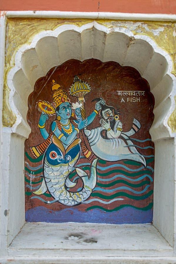 Matsyavtar oder erste Inkarnation der Fische von Lord Vishnu bunt gemalt auf Wand von Vishnu Narayan-Tempel an der Spitze Parvati lizenzfreies stockfoto