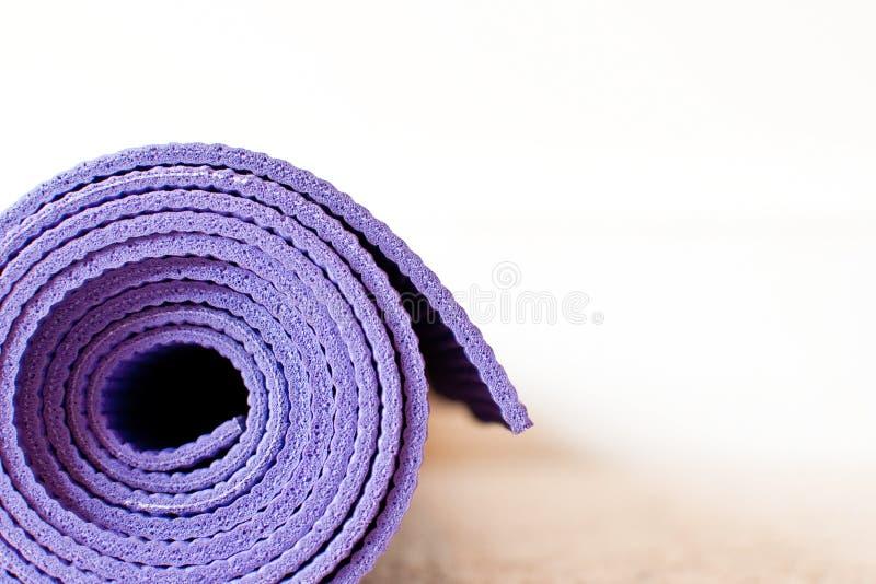 matt yoga arkivbilder