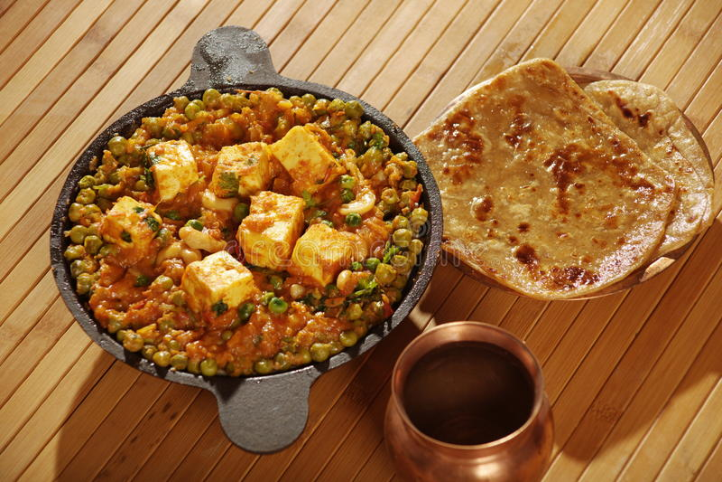 Mattar Paneer - um prato de vegetariano de Punjab imagens de stock