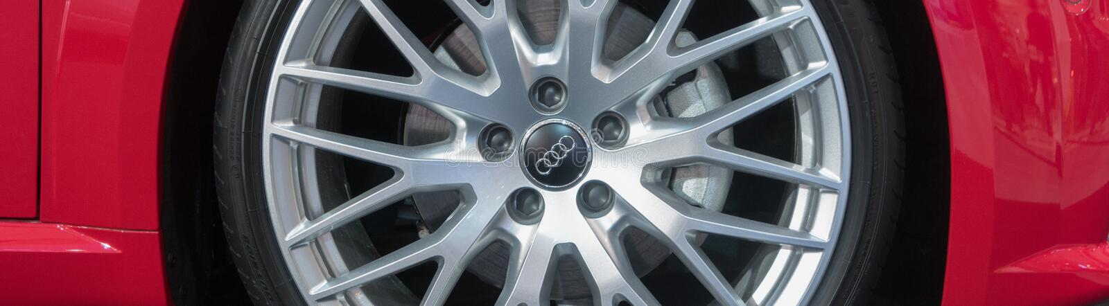 Matte Finish Wheel Rims de encargo en Audi Luxury Car imagenes de archivo