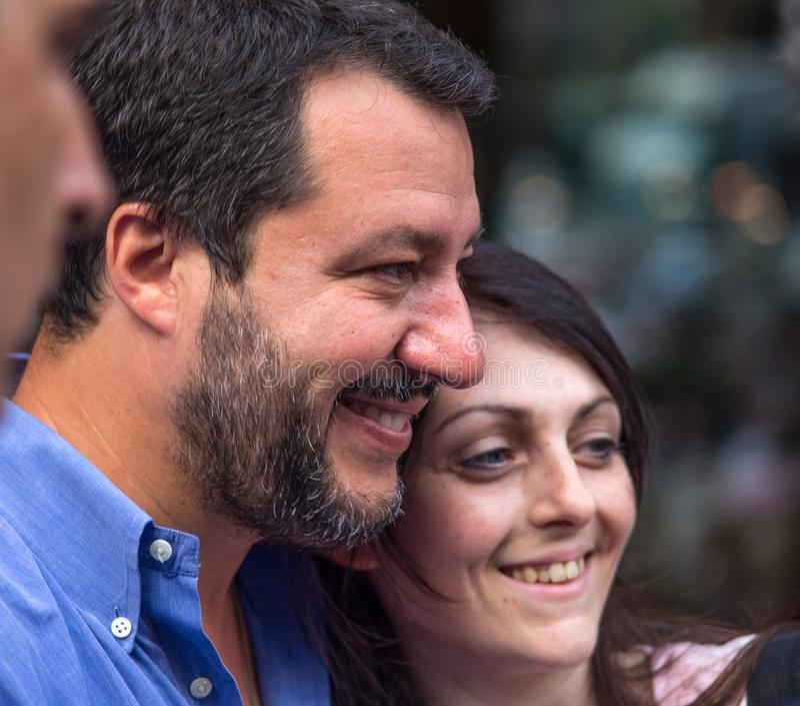 Matteo Salvini, de secretaresse van de Ligapartij tijdens de verkiezingscampagne voor de burgemeester van Genua, Italië royalty-vrije stock afbeeldingen