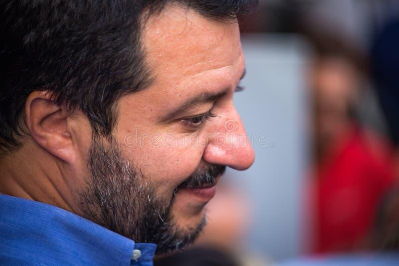 Matteo Salvini sekreteraren av det nordliga ligapartiet under valkampanjen för borgmästaren av Genova, Italien royaltyfri foto