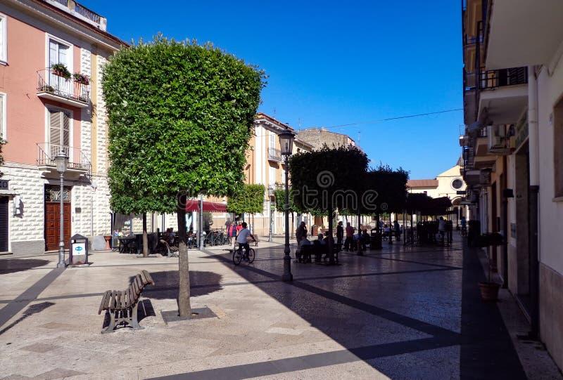 Matteotti fyrkant i Fondi, Italien arkivfoton