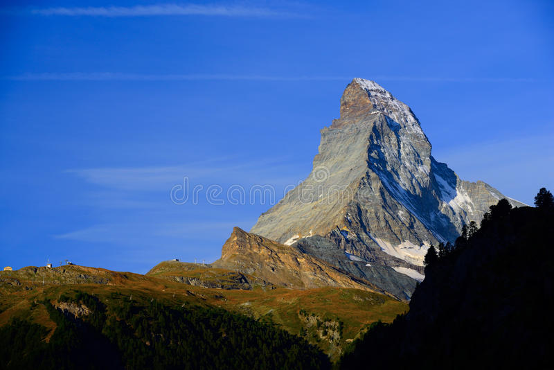 Matterhorn στα ξημερώματα με το μπλε ουρανό το καλοκαίρι Zermatt, Sw στοκ εικόνες