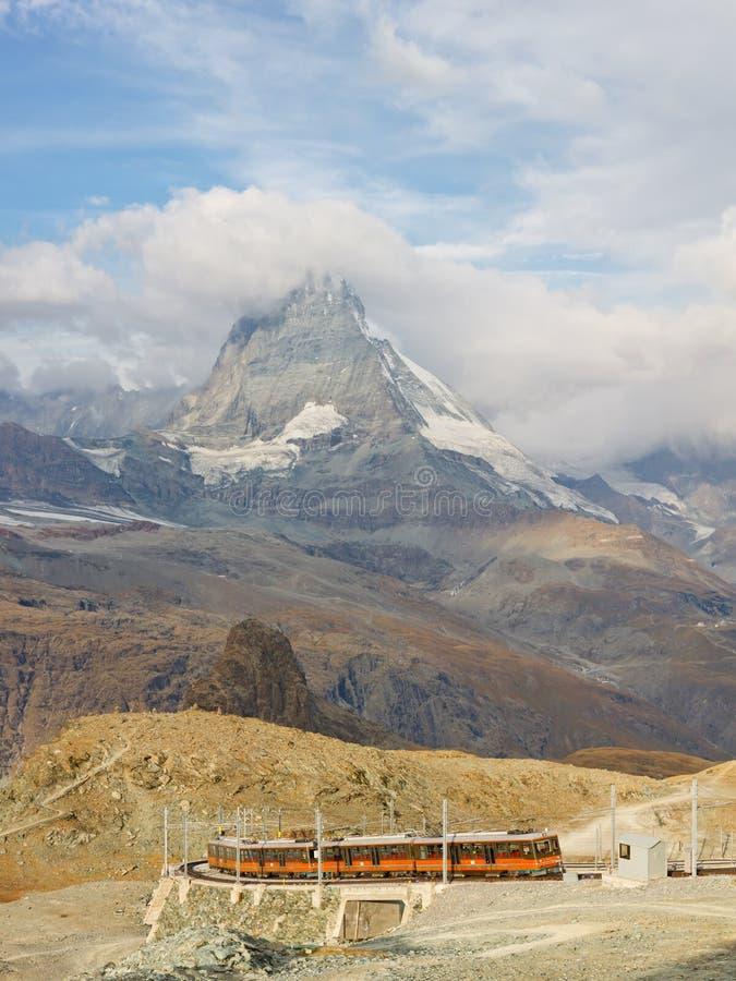 Matterhorn e Gornergratbahn fotografia stock libera da diritti