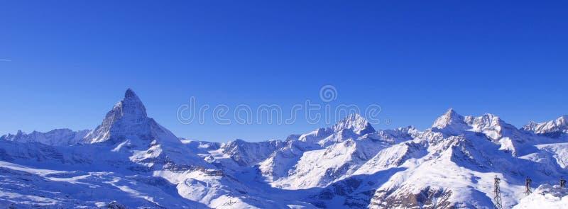 Matterhorn et panorama suisse d'Alpes   photos stock