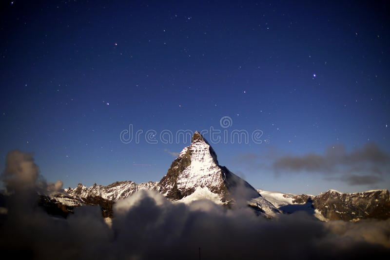 Matterhorn Gebaad in Maanlicht royalty-vrije stock afbeeldingen