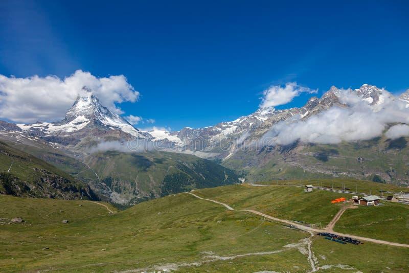 Matterhorn i sommar, Penninefjällängar, Schweiz royaltyfri fotografi