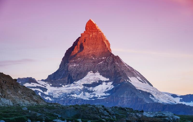 Matterhorn maximum under soluppgång Härligt naturligt landskap i Schweiz arkivbilder