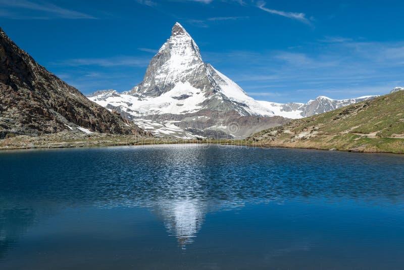 Matterhorn och Riffelsee royaltyfria foton