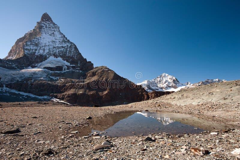 Matterhorn osiąga szczyt - widok od Lodowa podwyżki śladu obraz stock