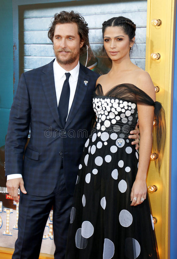 Download Matthew McConaughey и Camila Alves Редакционное Изображение - изображение насчитывающей арройо, платье: 81810785
