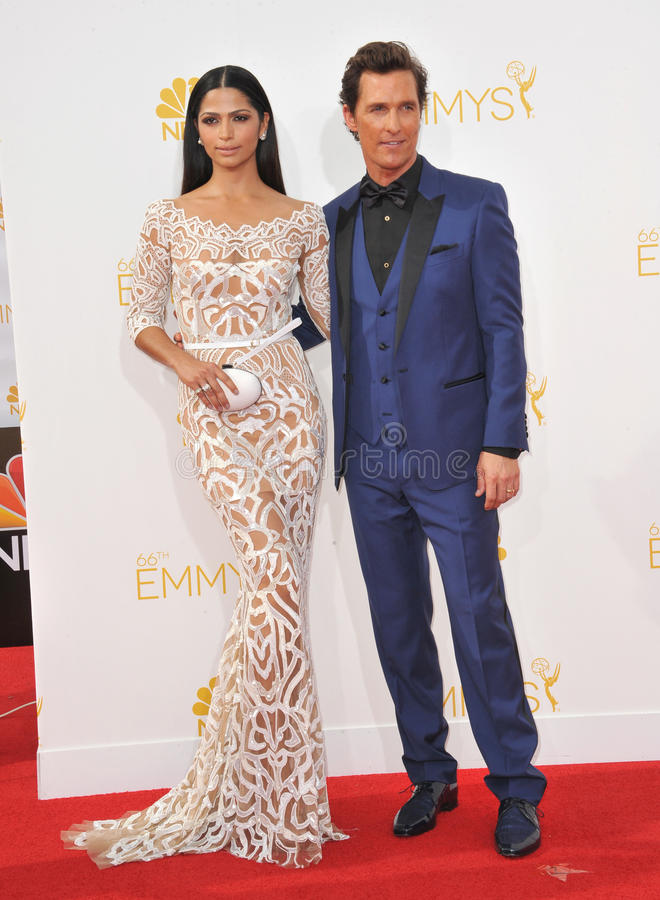 Matthew McConaughey y Camilla Alves imagen de archivo