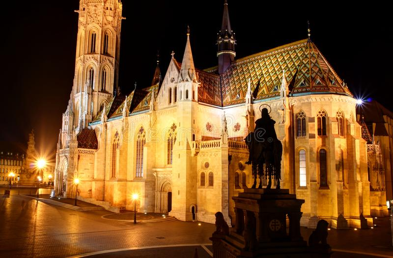 Matthias Church gothique la nuit en Buda Castle Budapest Hungary photos stock