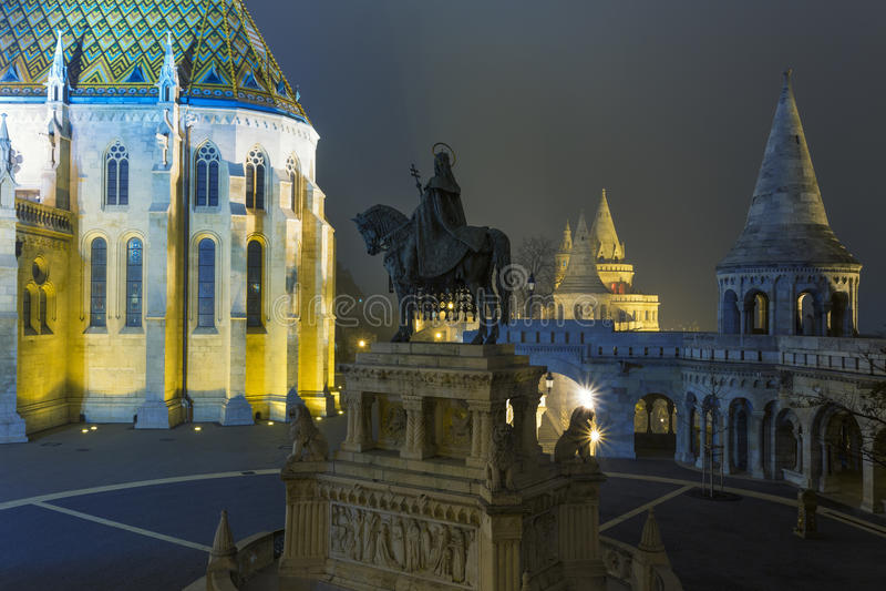 Matthias Church At Night i Buda Castle arkivfoto