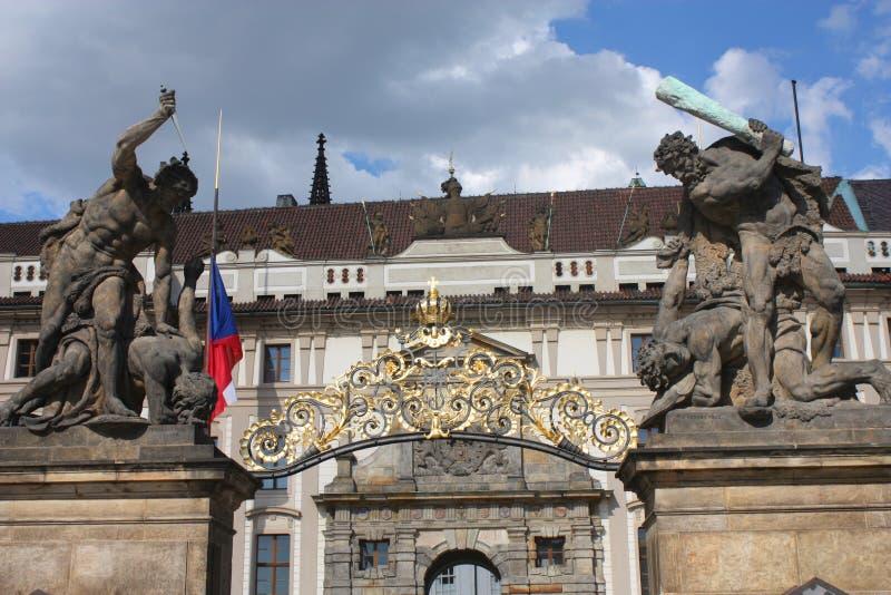 Βασιλική είσοδος κάστρων στην Πράγα στοκ φωτογραφία
