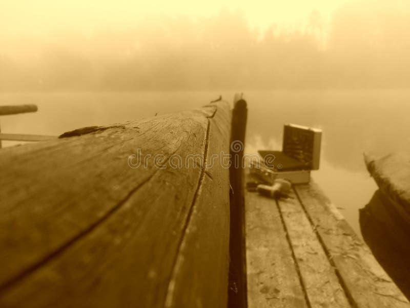 Mattina al fiume immagine stock