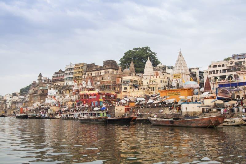 Mattina al fiume di Ganga varanasi L'India fotografie stock libere da diritti