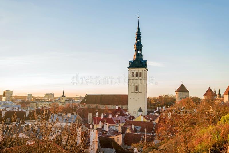 Mattina di autunno a Tallinn, Estonia immagini stock libere da diritti