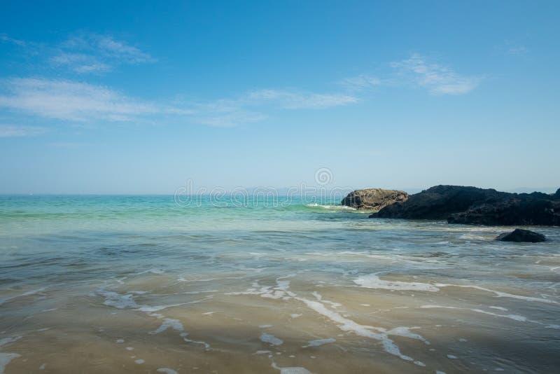 Mattina di estate alla spiaggia di Punta Negra immagine stock