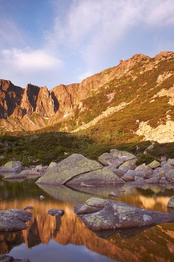 Mattina in montagne giganti fotografia stock libera da diritti