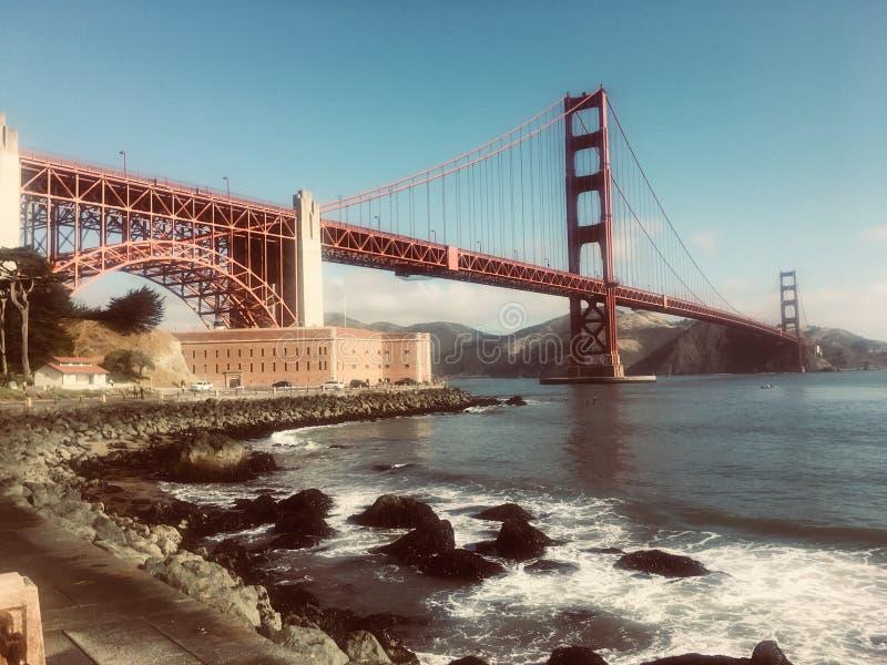 Mattina nebbiosa al San Francisco Golden Gate Bridge fotografie stock