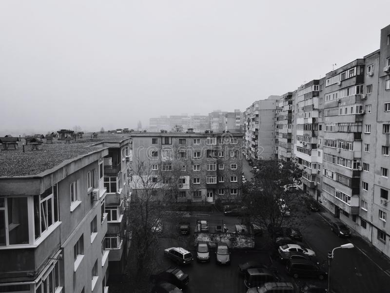 Mattina nebbiosa in Europa orientale fotografia stock libera da diritti