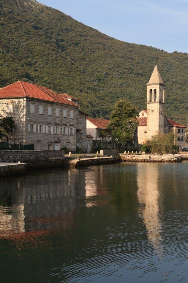 Mattina nel paesino di pescatori Stoliv nel Montenegro fotografia stock libera da diritti