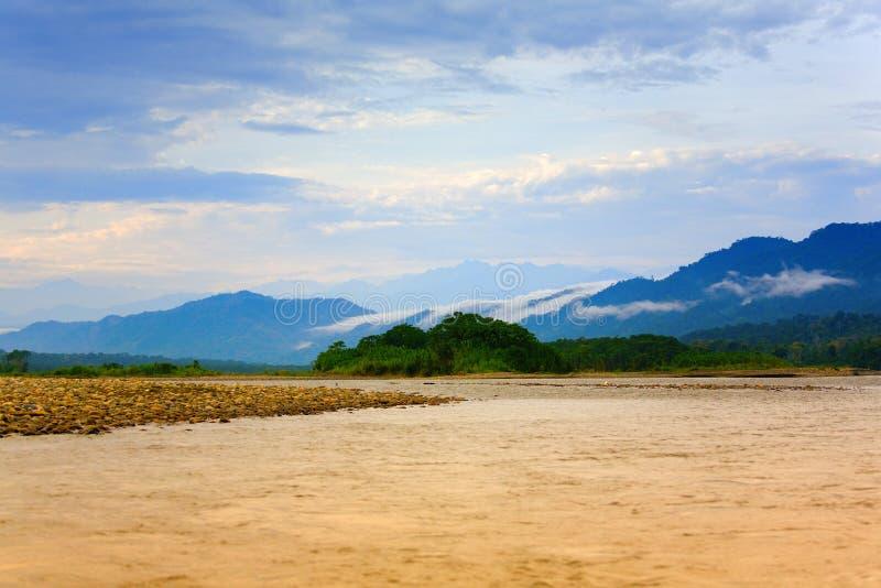 Mattina sul fiume di Manu fotografia stock libera da diritti