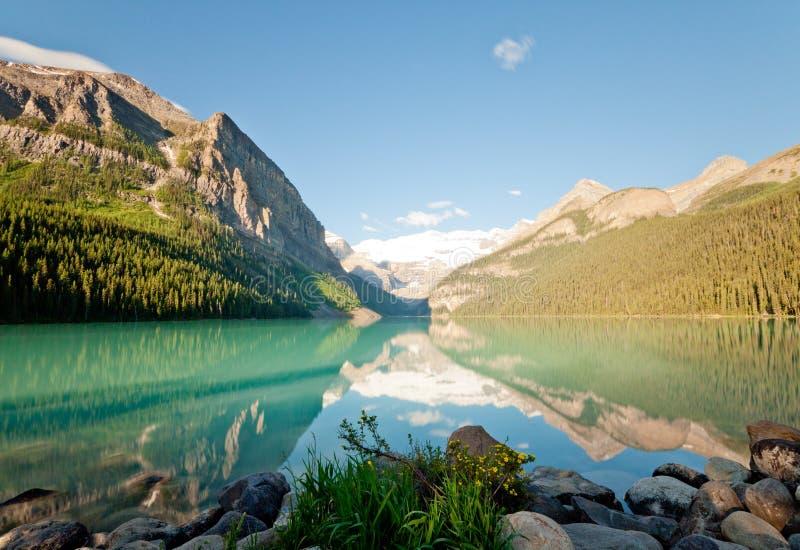 Mattina sul Lake Louise fotografia stock
