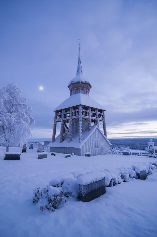 Mattmar belltower vinter kościelny wieczór fotografia stock
