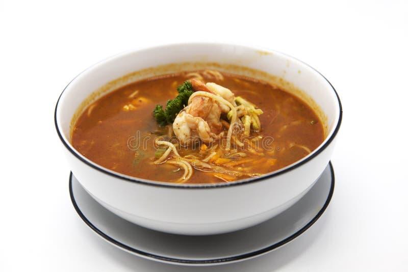 MatTom för smaklig ny kryddig thailändsk soppa gjorde till kung den thailändska sötpotatisen eller Tom yum royaltyfri fotografi