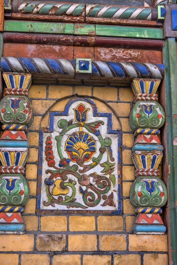 Mattonelle della maiolica sulla facciata della casa fotografia stock