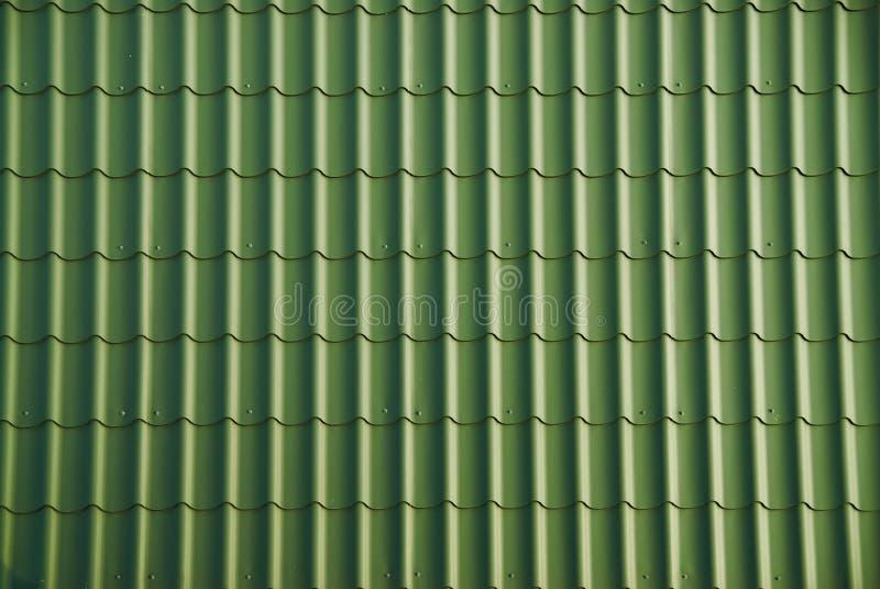 Mattonelle di tetto verdi fotografie stock libere da diritti
