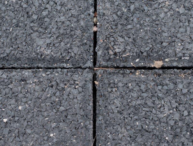 Mattonelle flessibili per il campo da giuoco Mattonelle fatte dalla miscela della briciola di gomma immagine stock libera da diritti