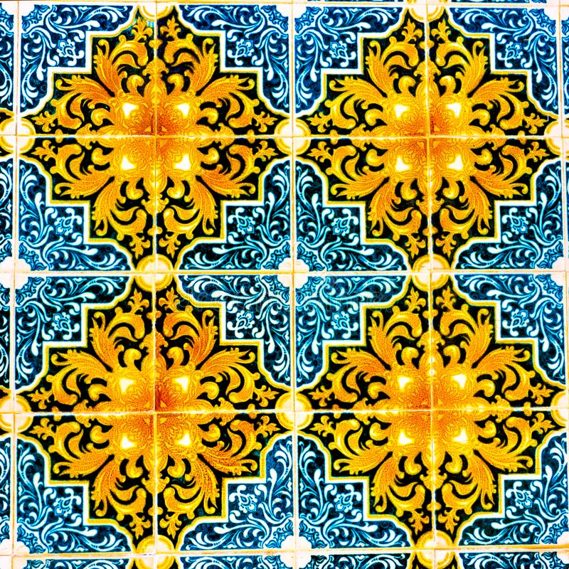 Mattonelle portoghesi del modello, mattonelle variopinte lustrate fatte a mano, ambiti di provenienza, arte variopinta della via  immagini stock libere da diritti