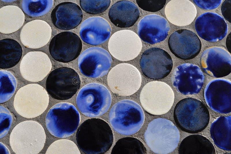 mattonelle rotonde nel fondo della pavimentazione in calcestruzzo immagini stock libere da diritti