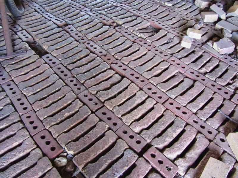 Mattoni storici del forno della cupola dell'alveare del mattone sul pavimento Decatur Alabama immagini stock libere da diritti