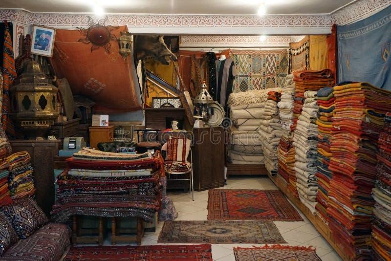 Mattor shoppar in arkivbild