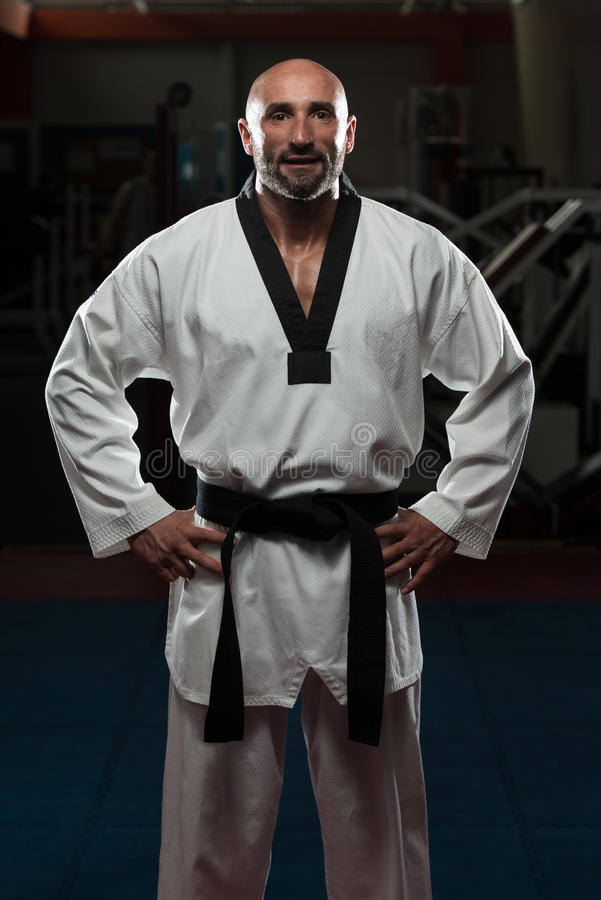 Free Mature Man Dressed In Traditional Kimono Stock Image - 40770551