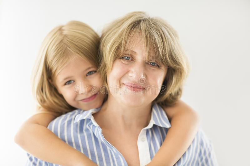 Mature woman and young girls — img 4